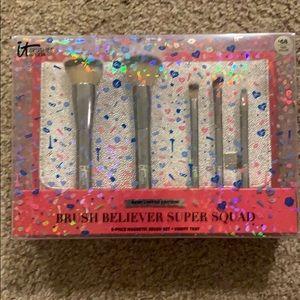 NIB it Brush Believer Super Squad 5pc +